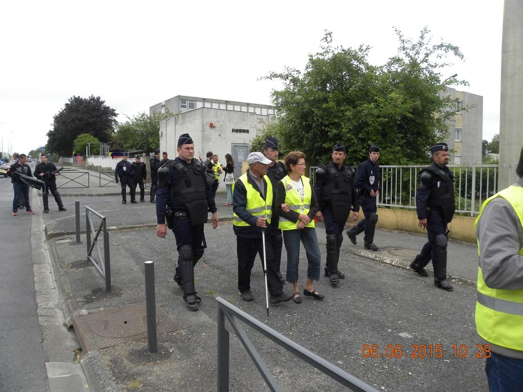 Les forces de l'ordre tentent d'évacuer de dangereux activistes !